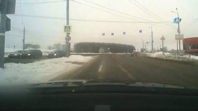 Kırmızı Işıkta Geçmek İsteyince Otomobil Çarptı