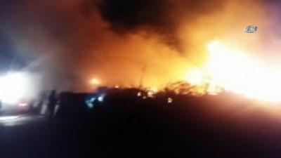 Sultangazi'de odunlukta çıkan yangında kümes hayvanları telef oldu