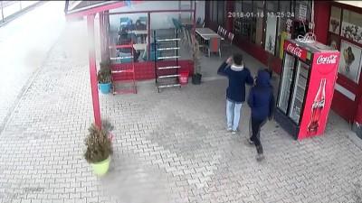 Asma tavan müşterilerin üzerine çöktü - KONYA