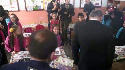 Bakan Özlü, ilkokul öğrencilerini ziyaret etti - DÜZCE