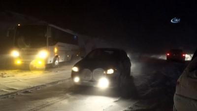Kar yağışı felç etti... Zincirsiz ve kar lastiği olmayan araçlara geçiş izni yok