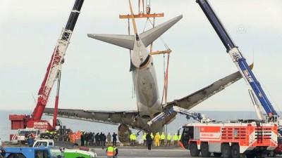 Pistten çıkan uçağı kaldırma çalışmaları (6) - TRABZON