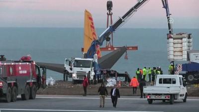 Pistten çıkan uçağı kaldırma çalışmaları başladı (2) - TRABZON