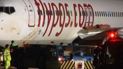 Pistten çıkan uçağın havalimanında güvenli bölgeye çekilme işlemi başladı