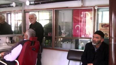 Radyosu eşliğinde 61 yıldır traş yapıyor - BAYBURT