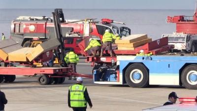 Trabzon Havalimanı'nda uçağın pistten çıkması (12) - TRABZON