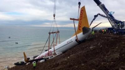 Uçağı kaldırma çalışmaları sürüyor