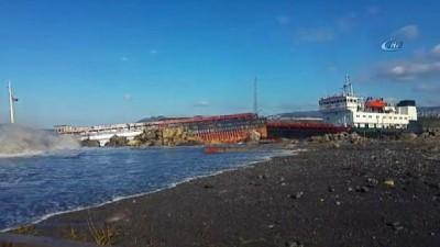 Dev dalgalara kapılan Commoros bayraklı gemi karaya oturdu Haberi