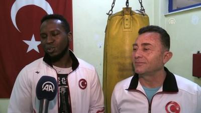 ESOGÜ'nün Kamerunlu boksörünün hedefi büyük - ESKİŞEHİR