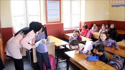 Okullarda karne heyecanı - HAKKARİ/HATAY/BİTLİS