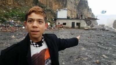 Şiddetli fırtına evlerini yıktı... Mahsur kalan aile kurtarıldı