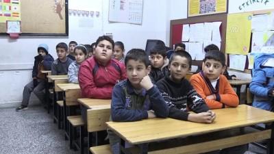 Suriyeli çocuğun karne sevinci - ADIYAMAN