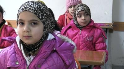 Suriyeli kardeşlerin buruk karne sevinci - ŞANLIURFA