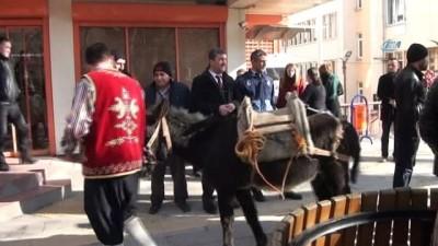 Temsili Nasreddin Hoca İstanbul'daki EMITT fuarına Karakaçana ters binip gitti