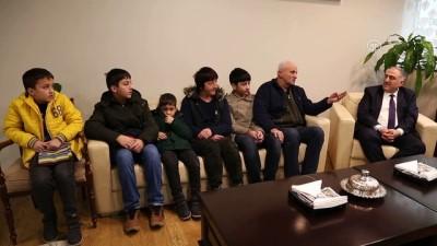 Valiliğin girişimiyle 5 yıl sonra aile birleşti - ARTVİN