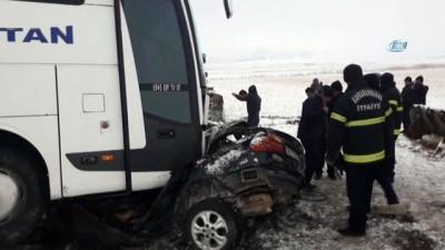 Yolcu otobüsü ile otomobil çarpıştı: 1 ölü, 2 yaralı