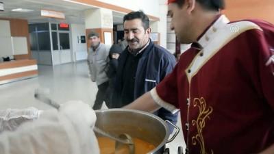 Hastalara önce sıcak çorba sonra muayene - ARDAHAN