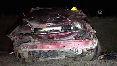 İki otomobil çarpıştı: 1 ölü, 1'i ağır 7 yaralı - AKSARAY