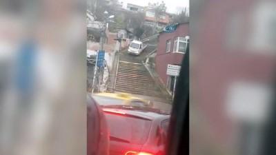 Yol yerine merdivenleri seçen sürücü kamerada