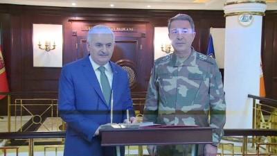 Başbakan Yıldırım, Silahlı Kuvvetler Komuta Harekat Merkezini ziyaret etti
