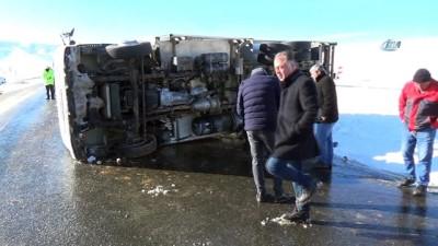 Buzlanma kamyonun devrilmesine neden oldu
