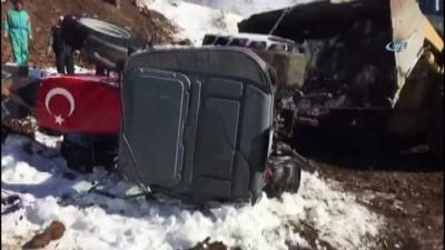 Horasan'da traktör devrildi; 3 yaralı