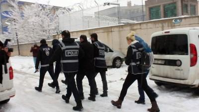 Van'da 1.8 milyon liralık vurgun yapan dolandırıcılar tutuklandı İzle