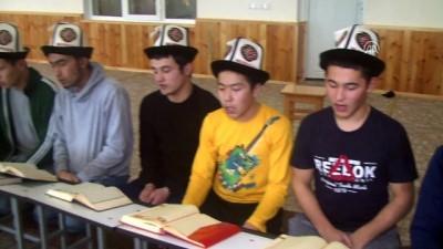 Kırgız çocuklar Türk ordusu için dua etti - BİŞKEK