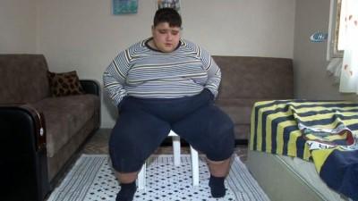 Okulunu bırakmamak için hastaneyi kabul edemiyor... Henüz 11 yaşında ve 185 kilo