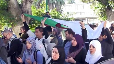Cezayir'de stajyer doktorlardan eylem