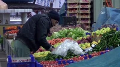 Tokat'ta pazarcılar asker için dua etti