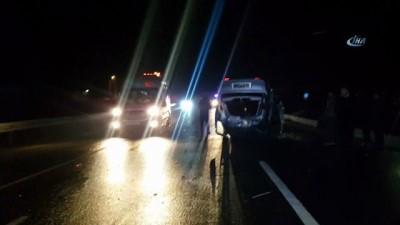 Gizli buzlanma kaza getirdi... Takla atan araçta 4 kişi yaralandı