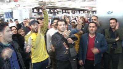 İranlı yolculardan Atatürk Havalimanı'nda protesto