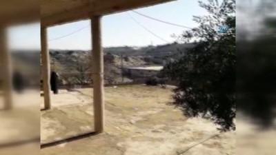 - Afrin keskin nişancılardan böyle temizleniyor - Mehmetçik ve ÖSO askerleri girdikleri köylerde kanaslı keskin nişancıları uçaksavarlar ile etkisiz hale getirdi