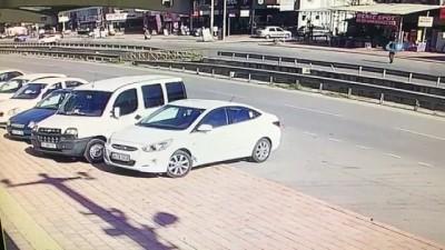 Feci kaza kamerada... Otomobil yaşlı adamı metrelerce yukarıya fırlattı