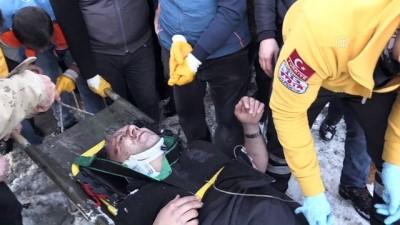 Kamyonet uçuruma yuvarlandı: 1 yaralı - GÜMÜŞHANE