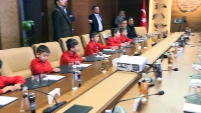 Şırnaklı çocuklardan Bakan Osman Aşkın Bak'a anlamlı ziyaret