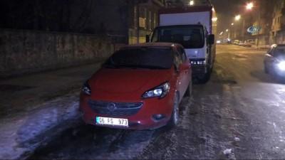Kars eksi 15'i gördü... Vatandaşlar araçlarına halılı önlem aldı