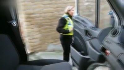 Kazlar, Polis Otosunun Önünü Kesti