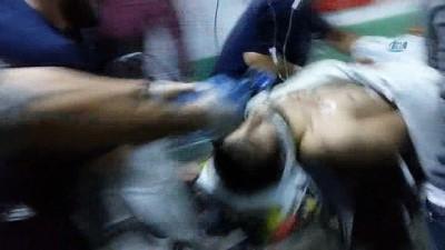 Sokak ortasında bıçaklanan genç ağır yaralandı