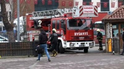 Kömür alamadığını iddia eden vatandaş valilik binasının 4. katında intihar girişiminde bulundu