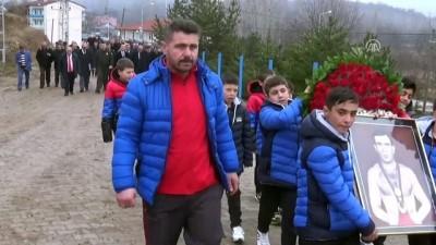 Milli güreşçi Hamit Kaplan mezarı başında anıldı - AMASYA