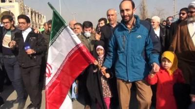 """Tahran'da Cuma Namazı Sonrası Devlete Destek Mitingi - İranlılar """"fitnenin"""" Yok Olduğu Mesajını Verdi"""