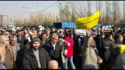 Tahran'da Milyonlarca İranlı'dan, Devlete Bağlılık Yürüyüşü