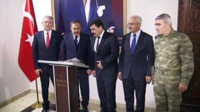 Bakan Eroğlu, şehit ailesine taziye ziyaretinde bulundu - ERZİNCAN