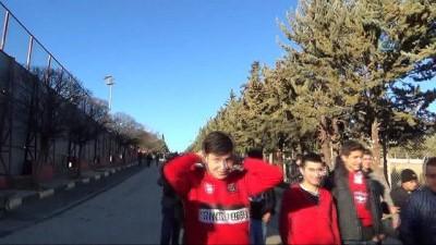 sosyal medya - Gaziantepspor'da taraftarlar kulübü bastı