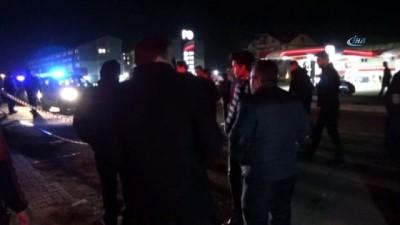 Kamyonet elektrik direğine çarptı: 1 ölü, 1 yaralı