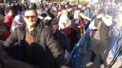 Ümraniye'de 100 bin kişiye hamsi dağıtıldı