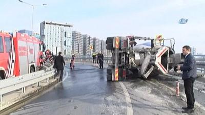 Bakırköy Sahil yolunda beton mikseri devrildi
