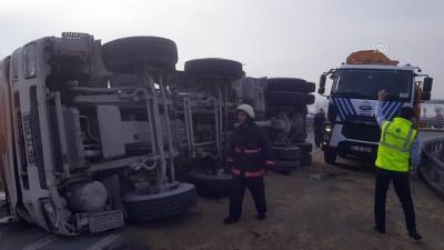 Beton mikseri devrildi: 1 yaralı - İSTANBUL